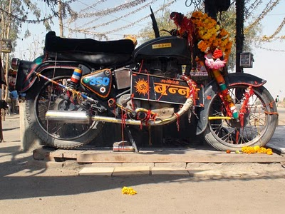bullet-350-india-ba-youtube-bullet-baba-temple
